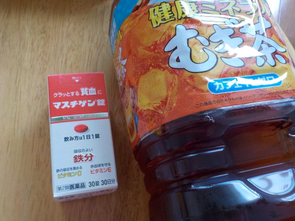 マスチゲン錠と麦茶